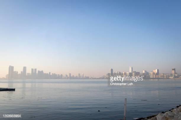 manama at sunrise - bahrain stock-fotos und bilder