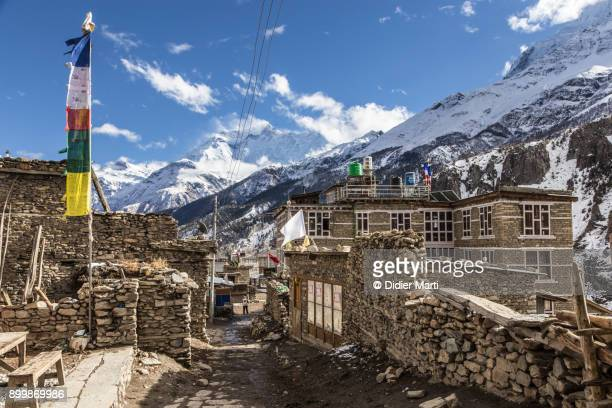 manang old town along the annapurna circuit trek in the himalayas in nepal in winter - annapurna circuit stock photos and pictures
