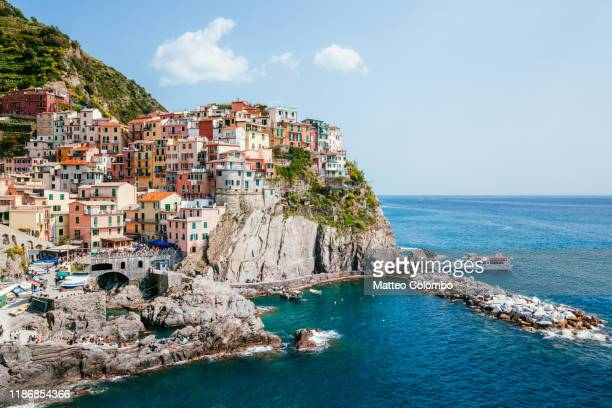 manarola fishing village in the famous cinque terre, italy - italy stock-fotos und bilder