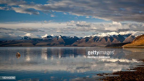 manasarovar lake - early morning - mt kailash stock pictures, royalty-free photos & images