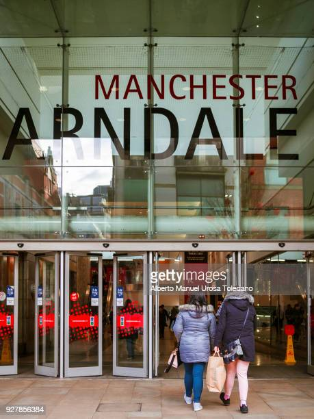 Manchester, Arndale shopping center, Women