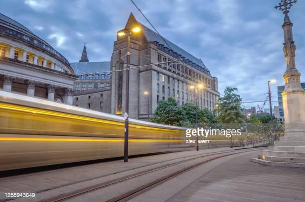 マンチェスター市内中心部トラムとシティライフ。 - グレーターマンチェスター ストックフォトと画像