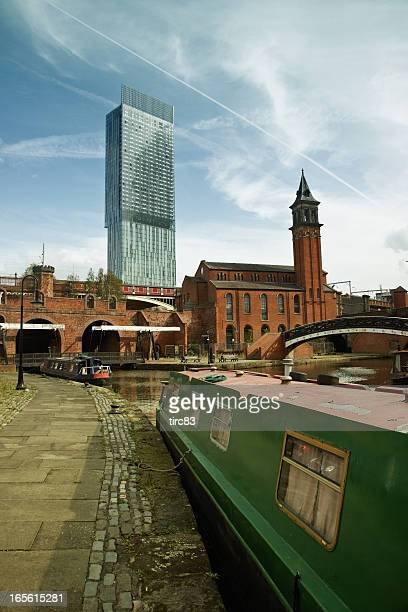 el centro de la ciudad de manchester de canal camino - manchester reino unido fotografías e imágenes de stock