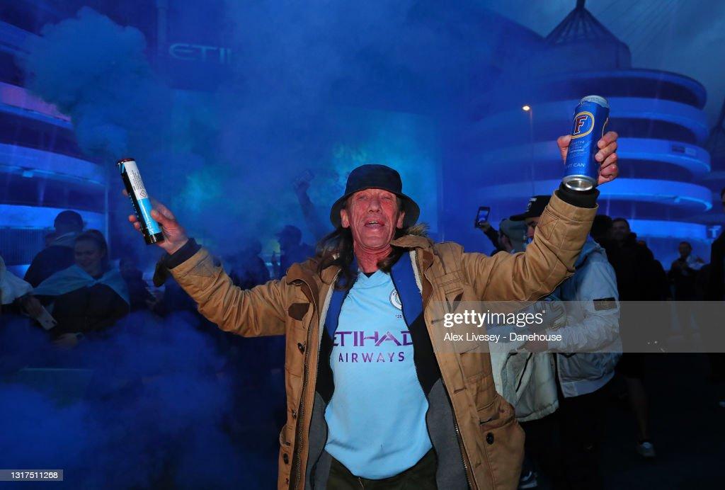 Manchester City Fans Celebrate Winning the Premier League Title : News Photo