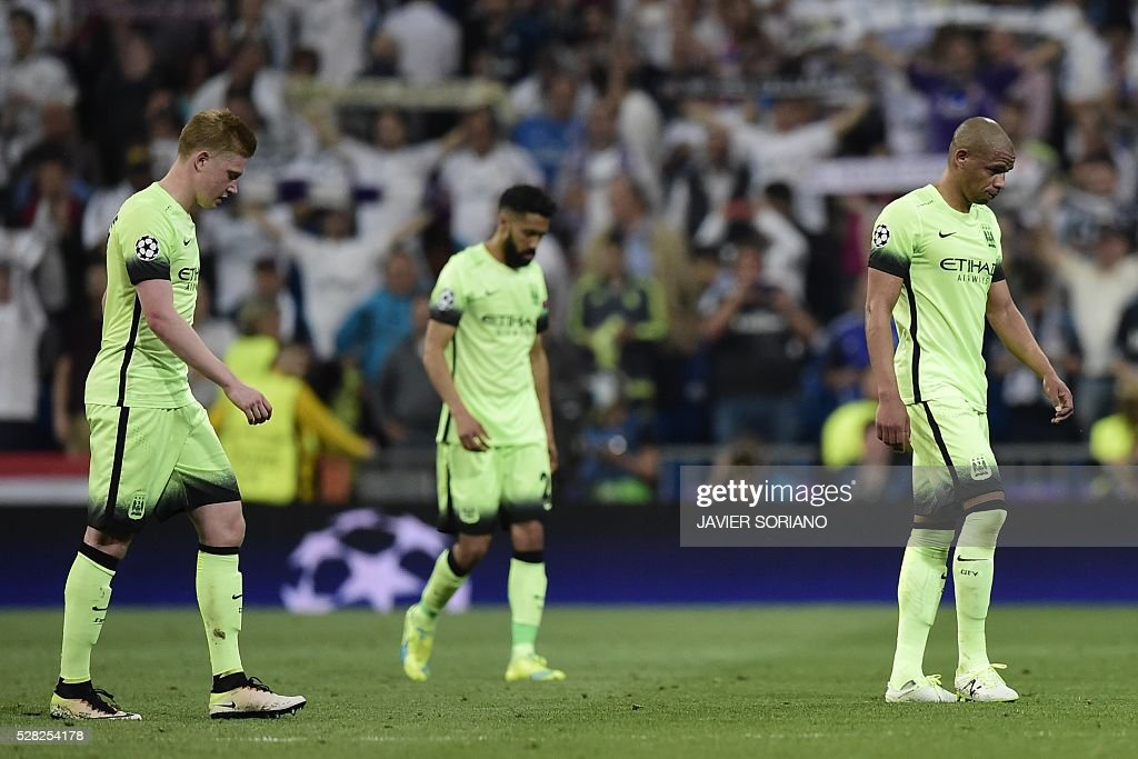 Manchester City players walk at the end the UEFA Champions League semi-final second leg football match Real Madrid CF vs Manchester City FC at the Santiago Bernabeu stadium in Madrid on May 4, 2016. / AFP / JAVIER