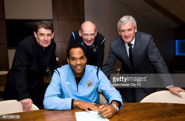 Manchester City Press Conference City of Manchester Stadium Manchester City's new signing Joleon Lescott signs his contract watched by Football...