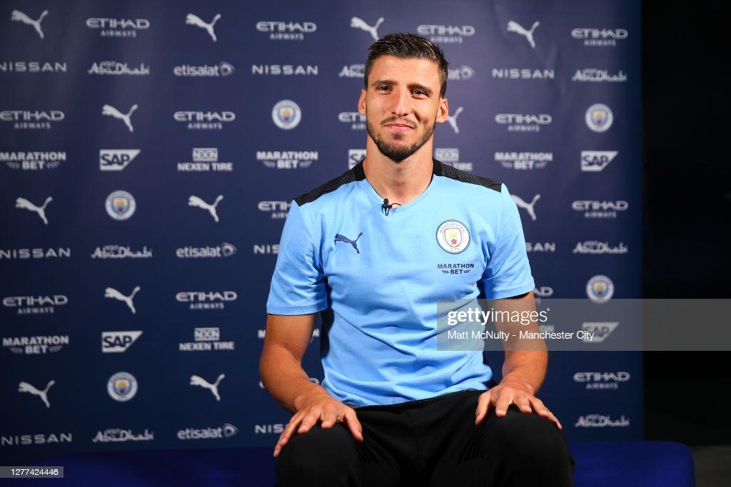 Manchester City Unveil New Signing Ruben Dias : ニュース写真