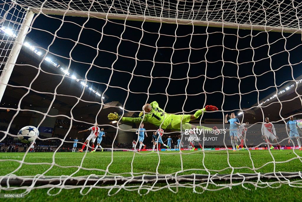 Manchester City's Argentinian goalkeeper Willy Caballero (C) concedes a goal to Monaco's French midfielder Tiemoue Bakayoko during the UEFA Champions League round of 16 football match between Monaco and Manchester City at the Stade Louis II in Monaco on March 15, 2017. / AFP PHOTO / Pascal GUYOT
