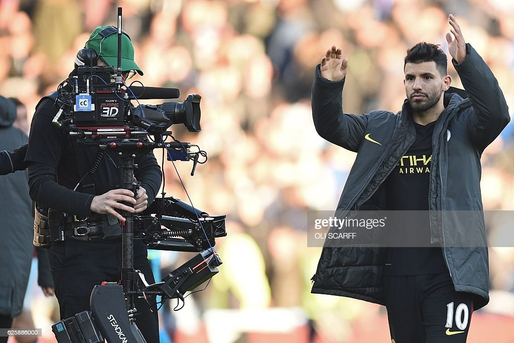 Manchester City's Argentinian striker Sergio Aguero (R) celebrates on the pitch after the English Premier League football match between Burnley and Manchester City at Turf Moor in Burnley, north west England on November 26, 2016. Aguero scored both Manchester City goals as they won the game 2-1. / AFP / Oli SCARFF / RESTRICTED TO EDITORIAL USE. No use with unauthorized audio, video, data, fixture lists, club/league logos or 'live' services. Online in-match use limited to 75 images, no video emulation. No use in betting, games or single club/league/player publications. /