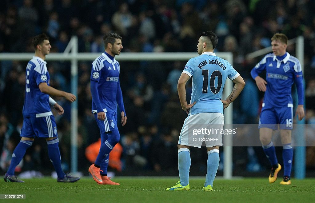 Manchester City's Argentinian striker Sergio Aguero (2R) reacts in frustration following a UEFA Champions League last 16, second leg football match between Manchester City and Dynamo Kiev at the Etihad Stadium in Manchester, north west England, on March 15, 2016. The match ended in a draw. / AFP / OLI