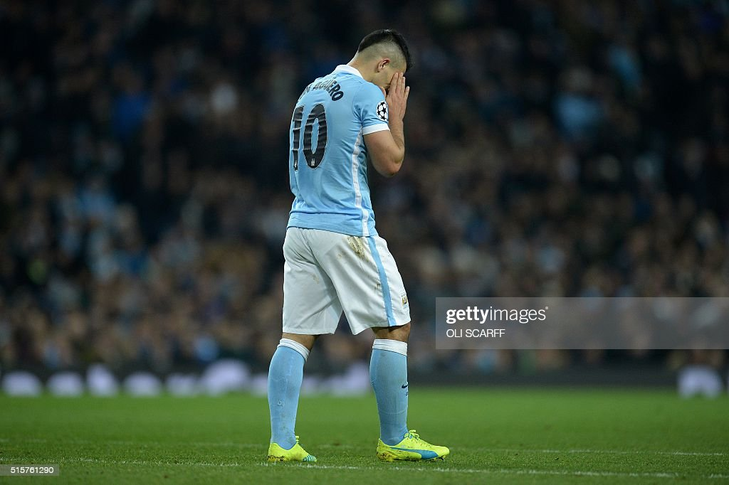 Manchester City's Argentinian striker Sergio Aguero (2R) reacts in frustration during a UEFA Champions League last 16, second leg football match between Manchester City and Dynamo Kiev at the Etihad Stadium in Manchester, north west England, on March 15, 2016. The match ended in a draw. / AFP / OLI