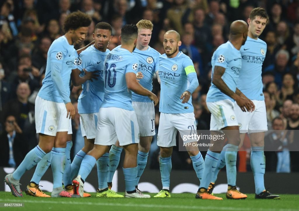 Manchester City's Belgian midfielder Kevin De Bruyne (C) celebrates scoring his team's first goal during the Group F football match between Manchester City and Shakhtar Donetsk at the Etihad Stadium in Manchester, north west England, on September 26, 2017. / AFP PHOTO / Oli SCARFF