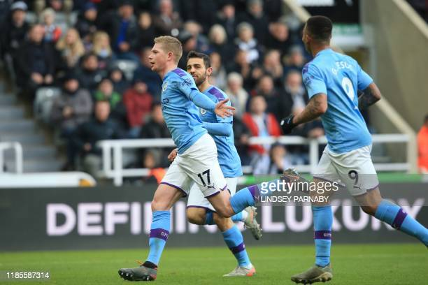 Manchester City's Belgian midfielder Kevin De Bruyne celebrates with teammates after scoring his team's second goal during the English Premier League...