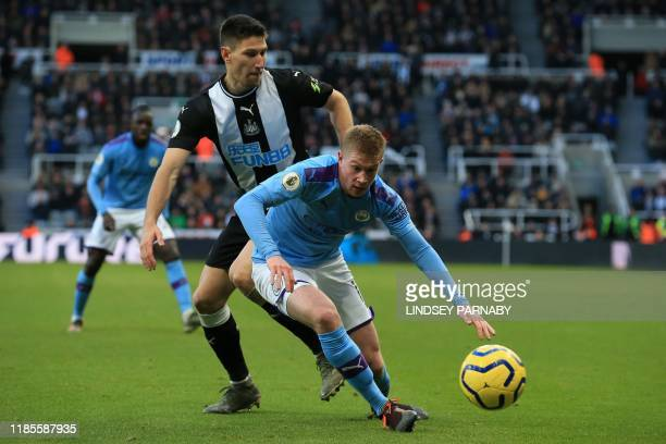Manchester City's Belgian midfielder Kevin De Bruyne controls the ball during the English Premier League football match between Newcastle United and...