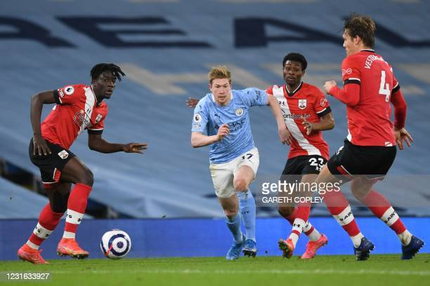 Manchester City's Belgian midfielder Kevin De Bruyne controls the ball during the English Premier League football match between Manchester City and...