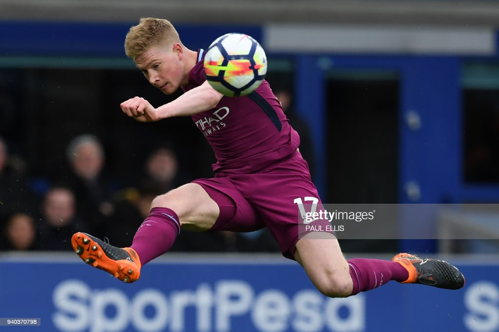 Manchester City's Belgian midfielder Kevin De Bruyne crosses the ball in the build up to their second goal during the English Premier League football match between Everton and Manchester City at Goodison Park in Liverpool, north west England on March 31, 2018. / AFP PHOTO / Paul ELLIS / RESTRICTED TO EDITORIAL USE. No use with unauthorized audio, video, data, fixture lists, club/league logos or 'live' services. Online in-match use limited to 75 images, no video emulation. No use in betting, games or single club/league/player publications. /