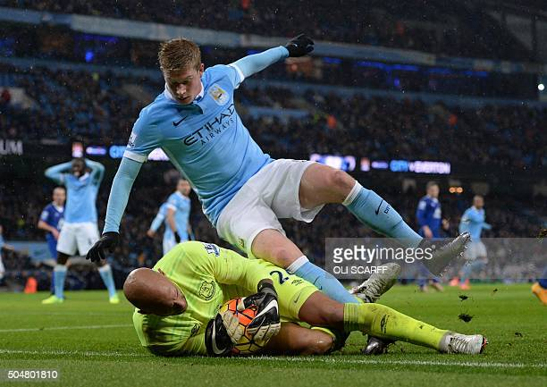 Manchester City's Belgian midfielder Kevin De Bruyne has a shot saved by Everton's US goalkeeper Tim Howard during the English Premier League...
