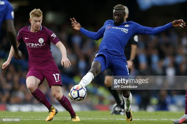 Manchester City's Belgian midfielder Kevin De Bruyne vies with Chelsea's French midfielder Tiemoue Bakayoko during the English Premier League...