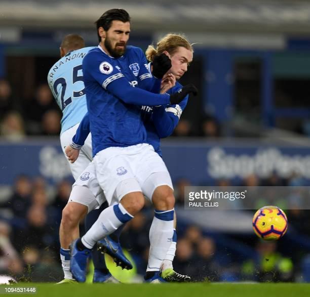 Manchester City's Brazilian midfielder Fernandinho clashes with Everton's Portuguese midfielder André Gomes and Everton's English midfielder Tom...