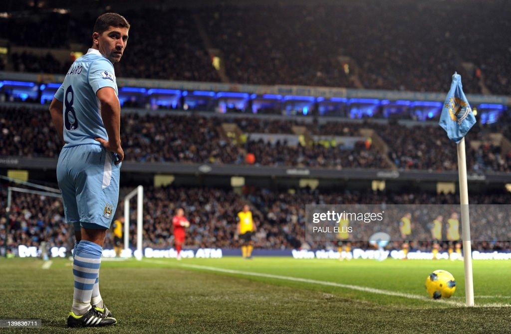 Manchester City's Chilean midfielder Dav : News Photo