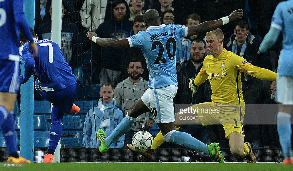Manchester City's English goalkeeper Joe Hart (R) saves a shot from Dynamo Kiev's Ukrainian midfielder Oleksander Yakovenko (L) during a UEFA Champions League last 16, second leg football match between Manchester City and Dynamo Kiev at the Etihad Stadium in Manchester, north west England, on March 15, 2016. The match ended in a draw. / AFP / OLI