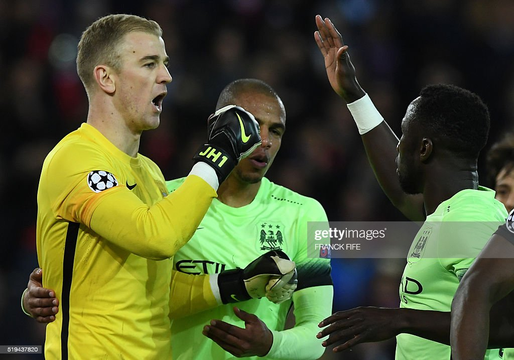 Manchester City's English goalkeeper Joe Hart (L) speaks with teammates during the UEFA Champions League quarter final football match between Paris Saint Germain (PSG) and Manchester City on April 6, 2016 at the Parc des Princes stadium in Paris.
