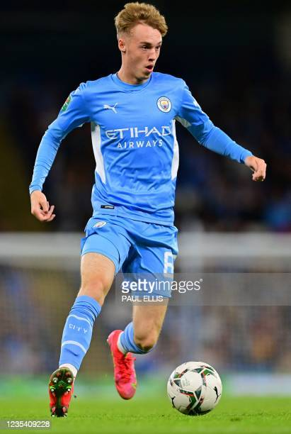 Manchester City's English midfielder Cole Palmer runs with the ball during the English League Cup third round football match between Manchester City...