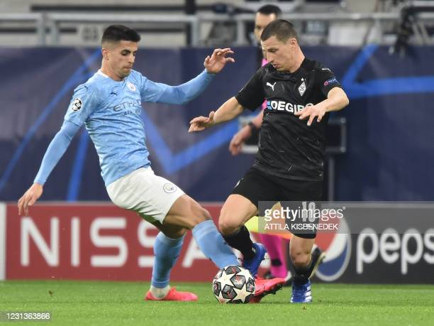 Manchester City's English midfielder Phil Foden and Moenchengladbach's Austrian defender Stefan Lainer vie for the ball during the UEFA Champions...