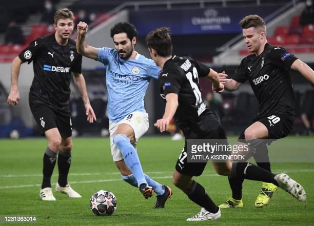 Manchester City's German midfielder Ilkay Gundogan and Moenchengladbach's German midfielder Florian Neuhaus vie for the ball during the UEFA...