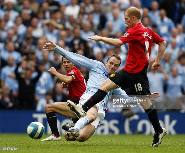 Manchester City's German player Dietmar Hamann battles for the ball against Manchester United's Ryan Giggs and Paul Scholes during the Premiership...