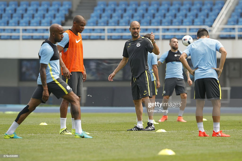 Manchester City Pre-game Training & Press Conference : News Photo