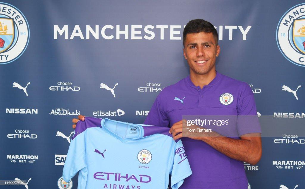 Manchester City Unveil New Signing Rodri : Nachrichtenfoto