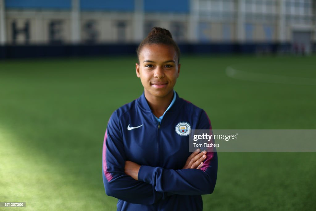 Nikita Parris signs a contract extension with Manchester City