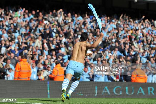 Manchester City's Sergio Aguero celebrates scoring the winning goal