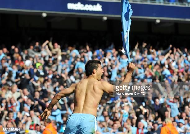 Manchester City's Sergio Aguero celebrates scoring the winning goall