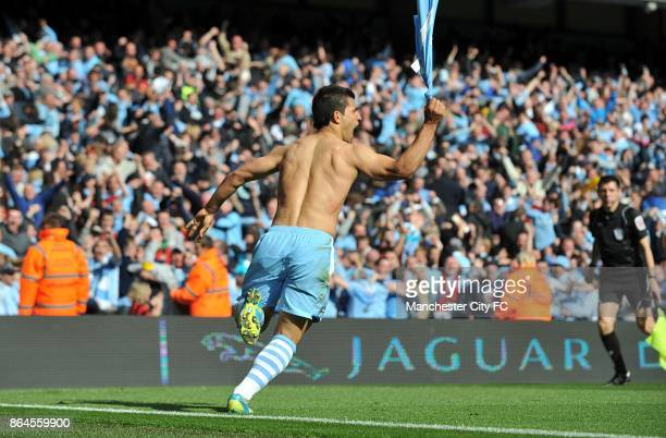 Manchester City's Sergio Aguero celebrates scoring the winning goall