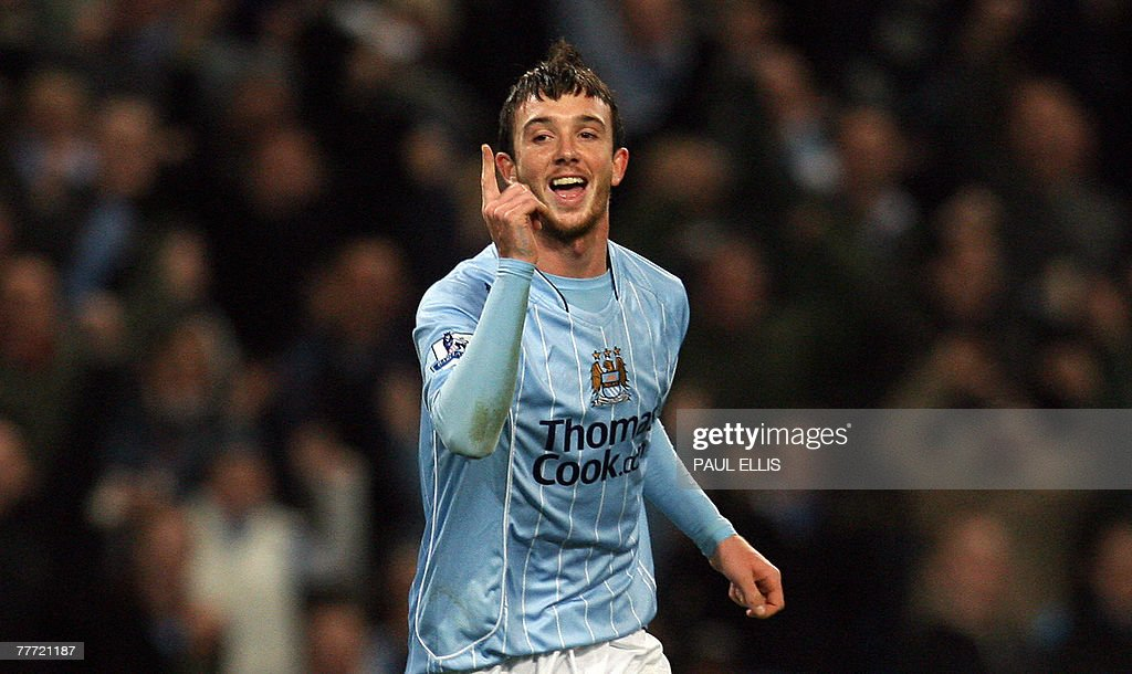 Manchester City's Stephen Ireland celebr : News Photo