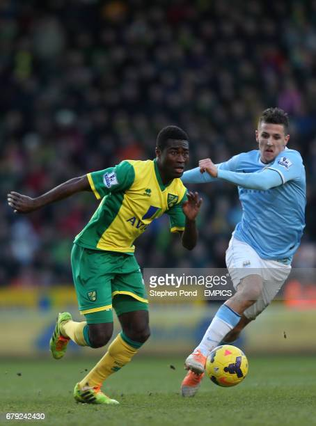 Manchester City's Stevan Jovetic and Norwich City's Aex Tettey compete for the ball