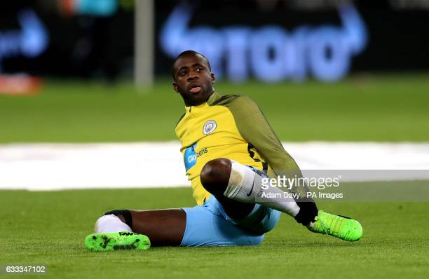 Manchester City's Yaya Toure warmsup before the Premier League match at London Stadium