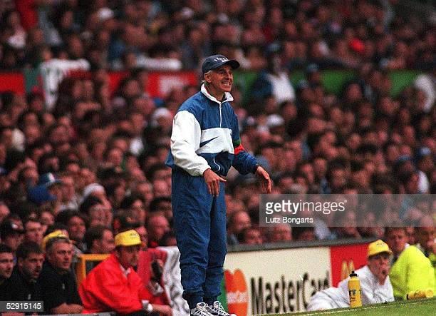 Manchester Italiens Trainer Arrigo SACCHI am Spielfeldrand
