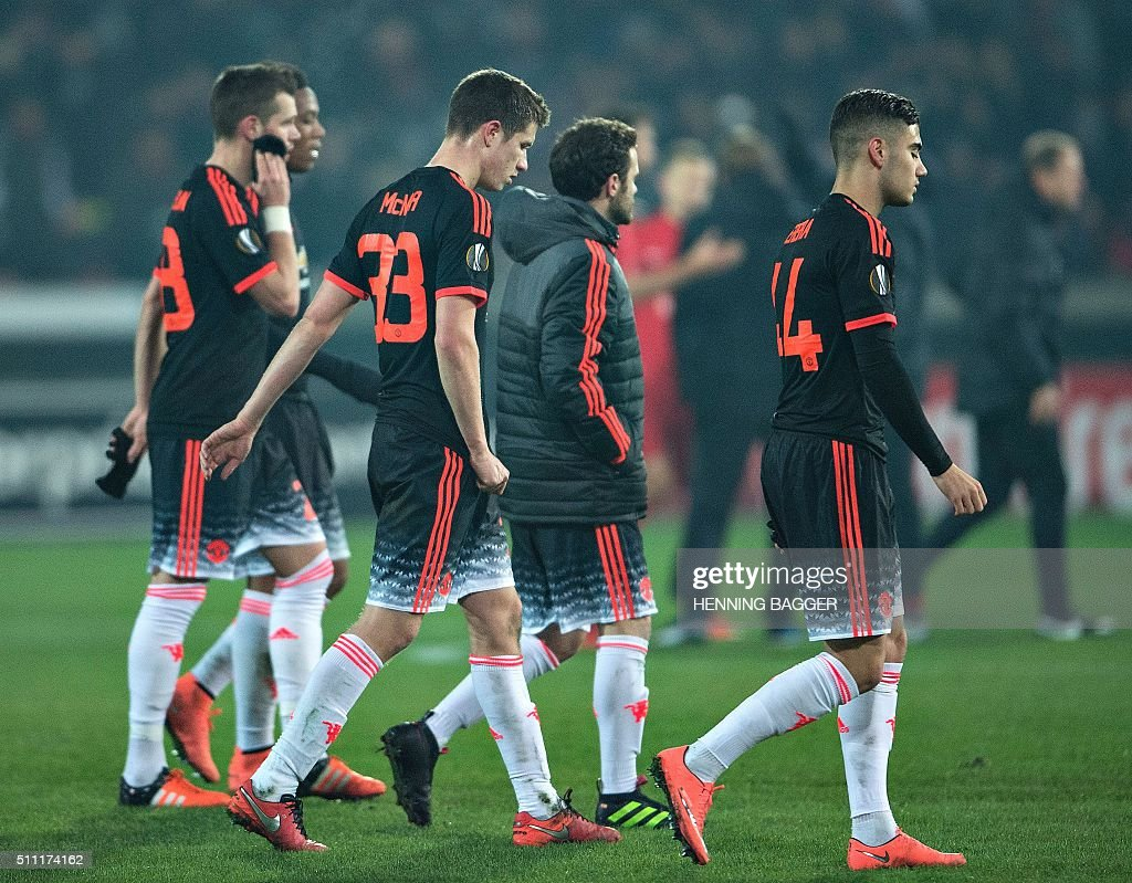 Manchester players leave after the UEFA Europa League Round of 32 football match between Manchester United and FC Midtjylland in Hernin on February 18, 2016. / AFP / Scanpix Denmark / Henning Bagger / Denmark OUT