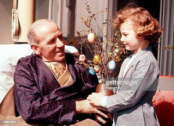 Manchester United Air Disaster Munich Germany 6th February 1958 Manchester United manger Matt Busby photographed with Marianne a young patient who...
