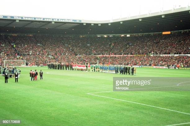 Manchester United and Everton players mark the death of Sir Matt Busby with a minutes silence before the start of the game 22nd January 1994
