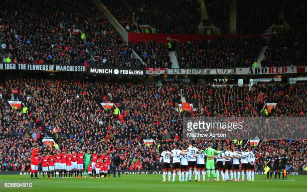 Manchester United and Fulham players remember the players who lost their lives in the Munich Air Disaster on February 6th 1958