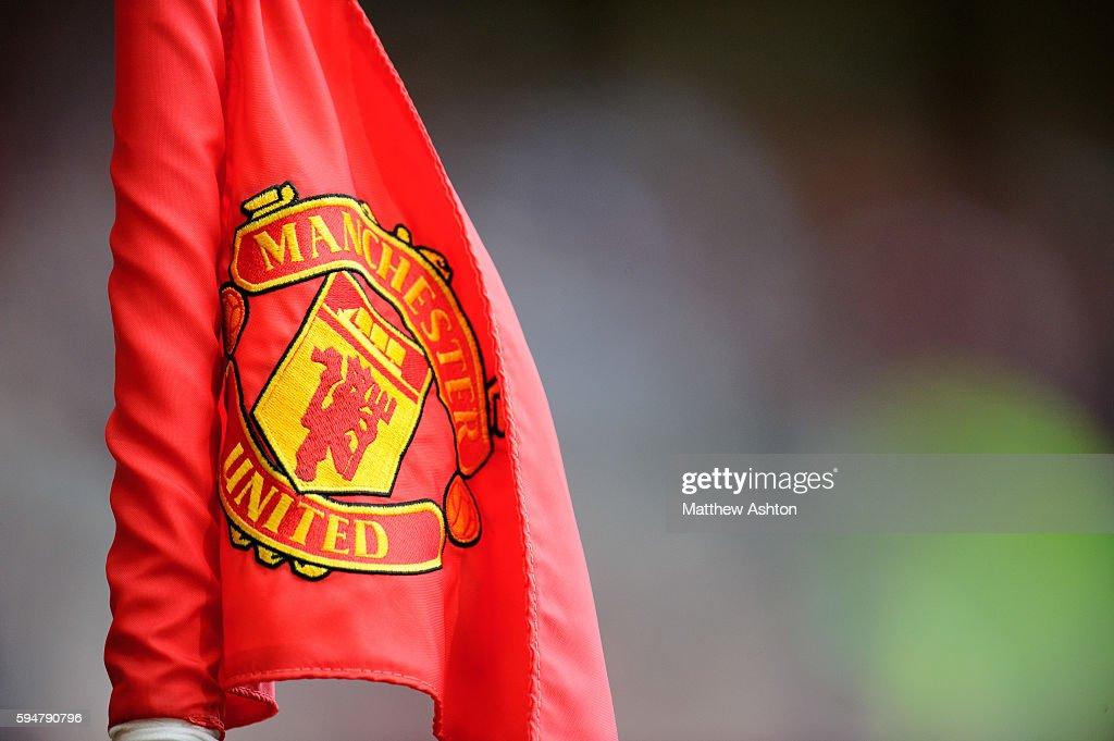 Soccer barclays premier league manchester united v chelsea manchester united badge logo on corner flag voltagebd Images