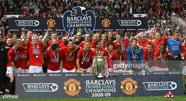 Manchester United celebrate winning the Barclays Premier League trophy after the Barclays Premier League match between Manchester United and Arsenal...