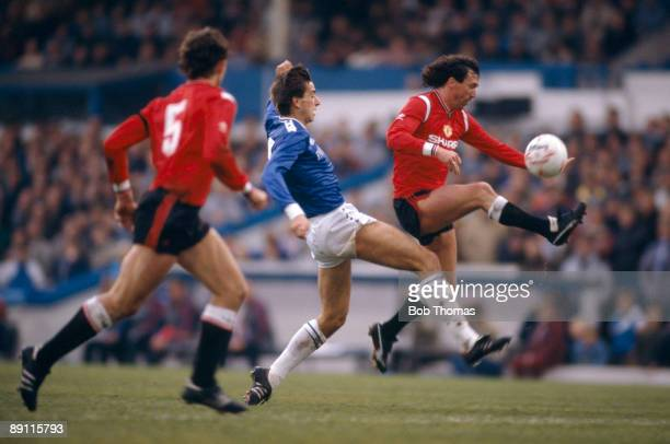 Manchester United defender John Gidman beats Leicester City striker Alan Smith to the ball during the match at Filbert Street in Leicester 23rd...