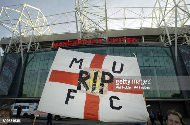 Manchester United fans hold a RIP banner during a Malcolm Glazer protest