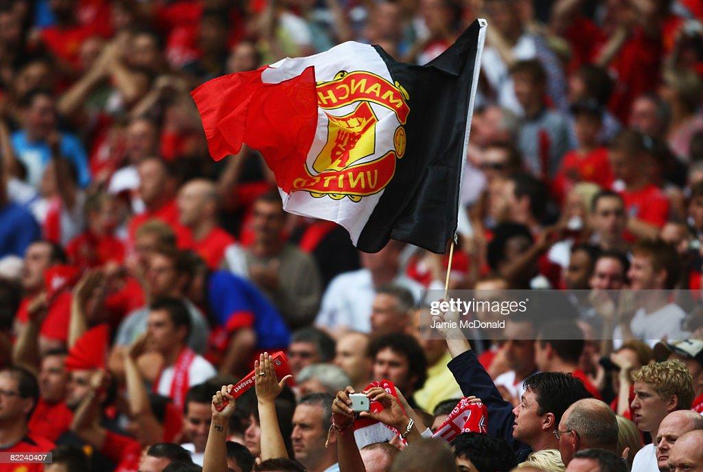 Manchester United v Portsmouth - FA Community Shield : News Photo