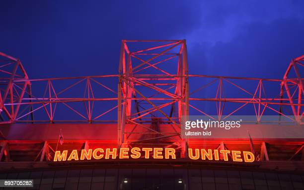 FUSSBALL CHAMPIONS Manchester United FC FC Bayern Muenchen Manchester United Schriftzug am Stadion Old Trafford East Stand